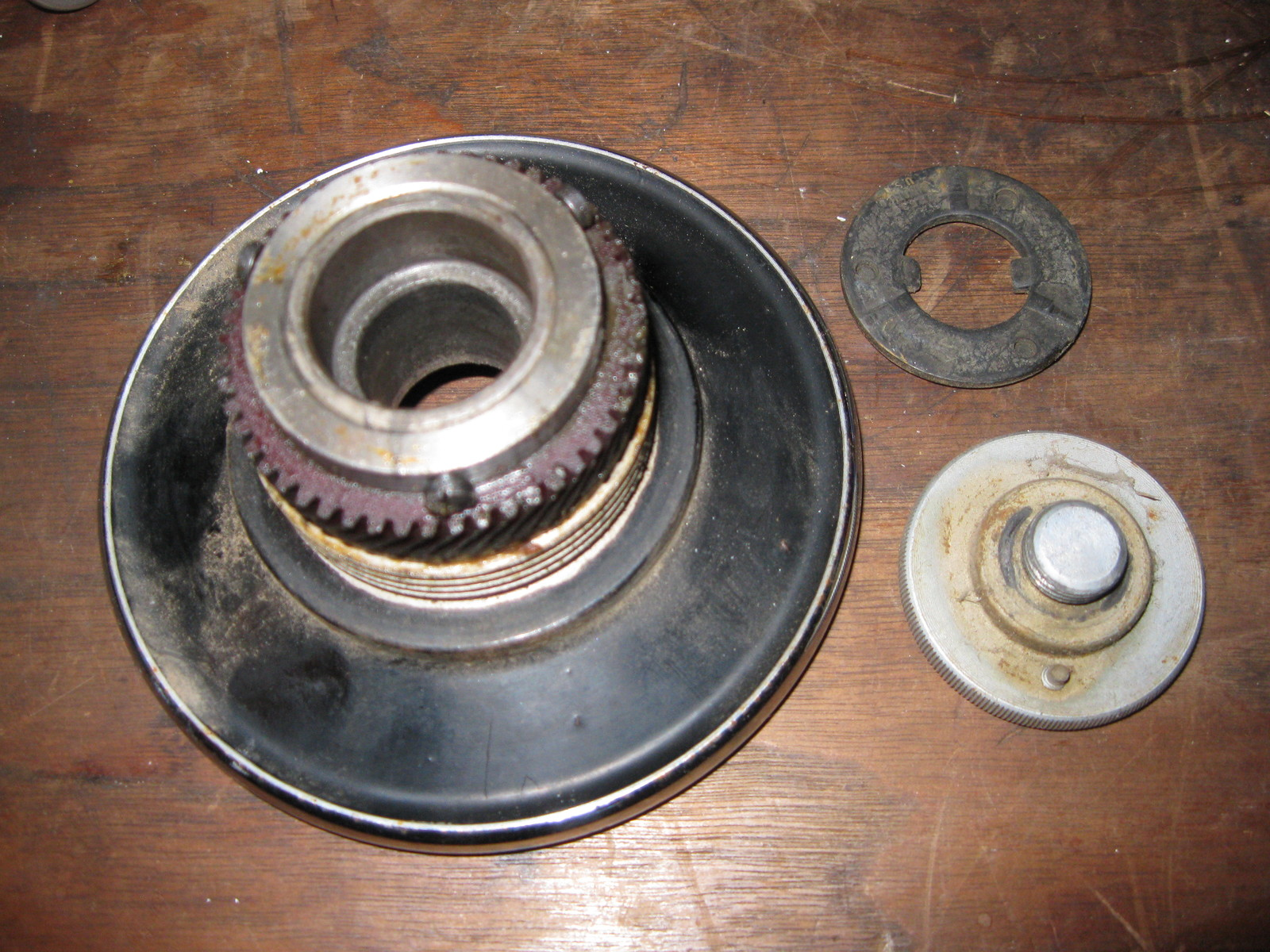 Vintage Singer 15-91 Balance Wheel w/ Gears & Stop Motion Knob image 3