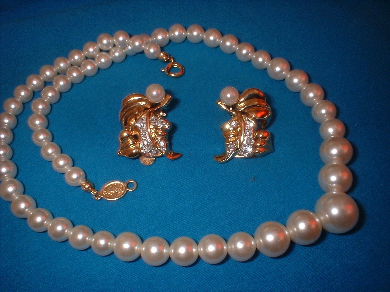 Napier peal necklace with earrings full