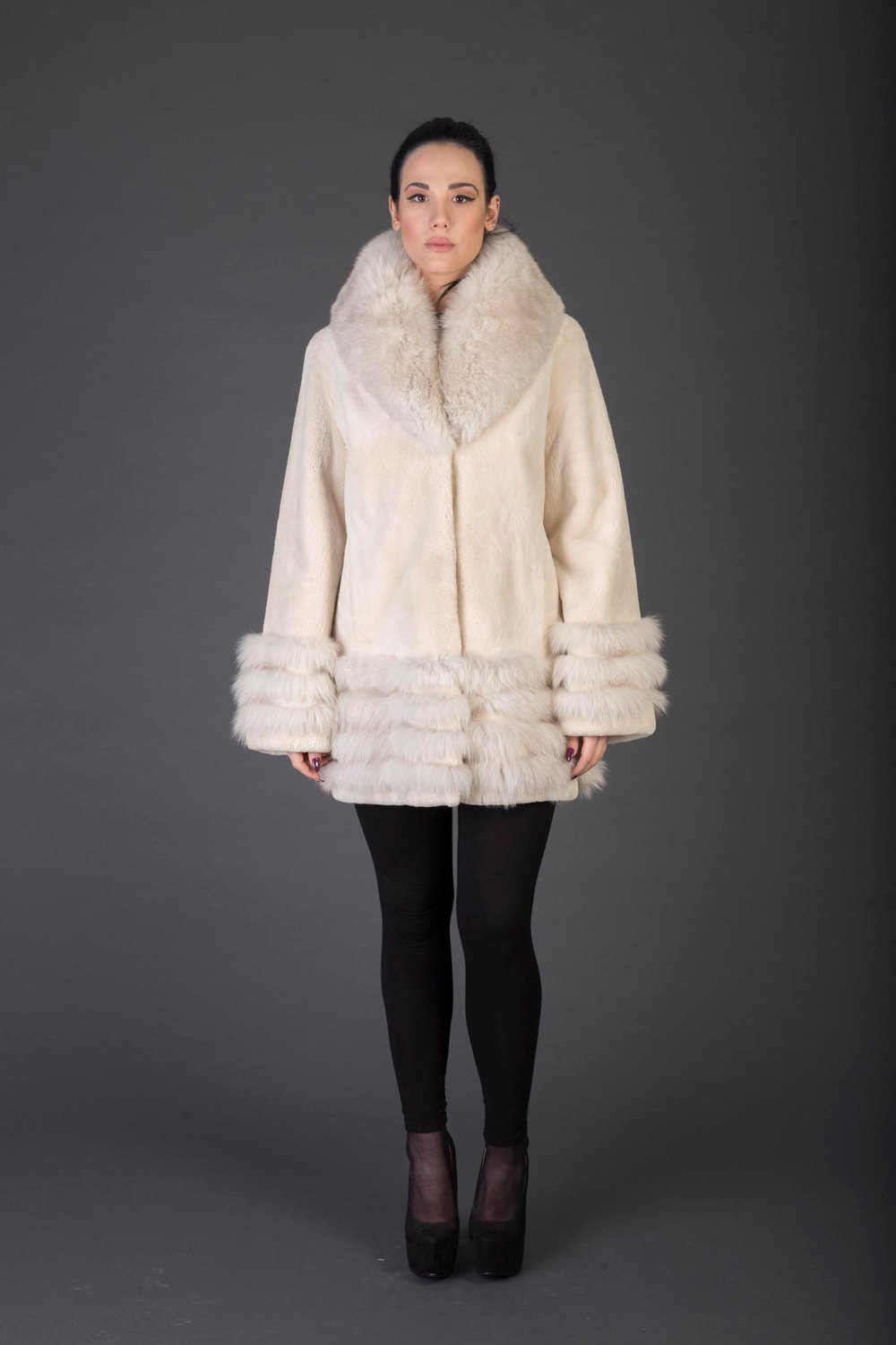 Luxury gift/Beige Beaver Fur Coat/Fur jacket with Collar and Tripple cuffs / Wed