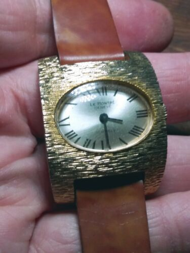 Vintage La Montre Womens Quartz Watch.  image 6
