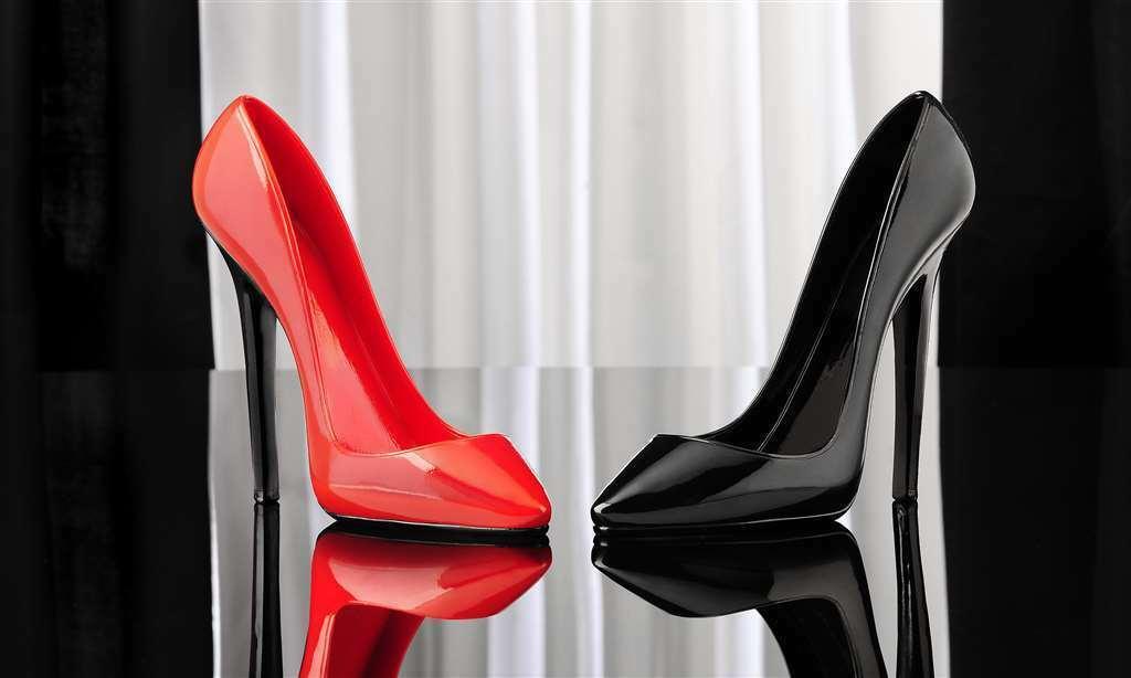 Set of 2 Stiletto Shoe Wine Bottle Holders Red & Black Polystone NEW