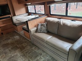 2013 Fleetwood Bounder Classic 34B FOR SALE IN Cartersville, Georgia 30120 image 6