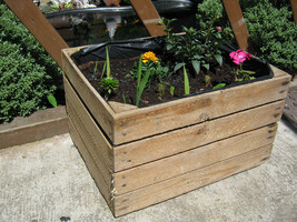1 x PLANTER VINTAGE RUSTIC WOODEN APPLE CRATE GARDEN FLOWER DISPLAY POT - $24.43
