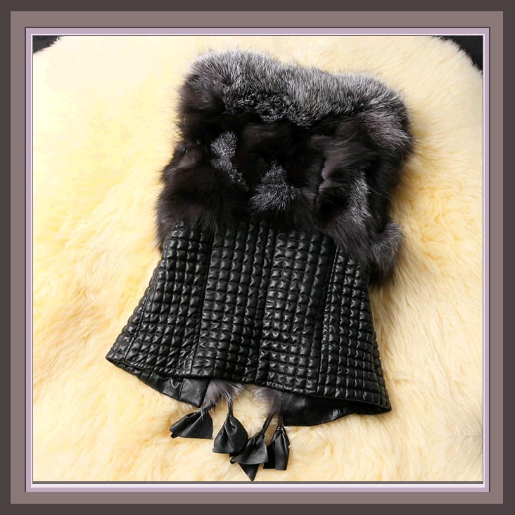 Long Hair Silver Faux Fur Fur Sleeveless Black Vest Jacket with Faux Leather
