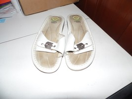 Earth Shoes Gelron 2000 White Slide Sandals Shoes 7 1/2 - $6.34