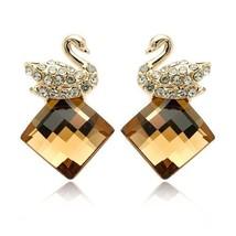 Swan Amber-Color Crystal Stud Earrings - $556,32 MXN