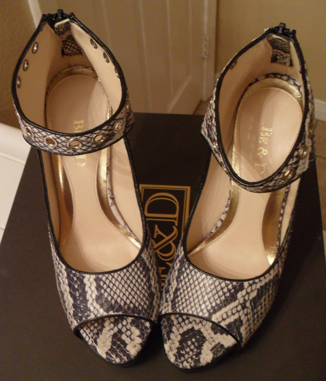NIB BE & D Madison Boa Printed Leather Ankle Strap Pumps 7.5 NEW (MAKE AN OFFER)