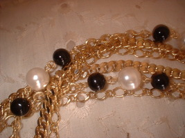 Chian pearl necklace close up thumb200