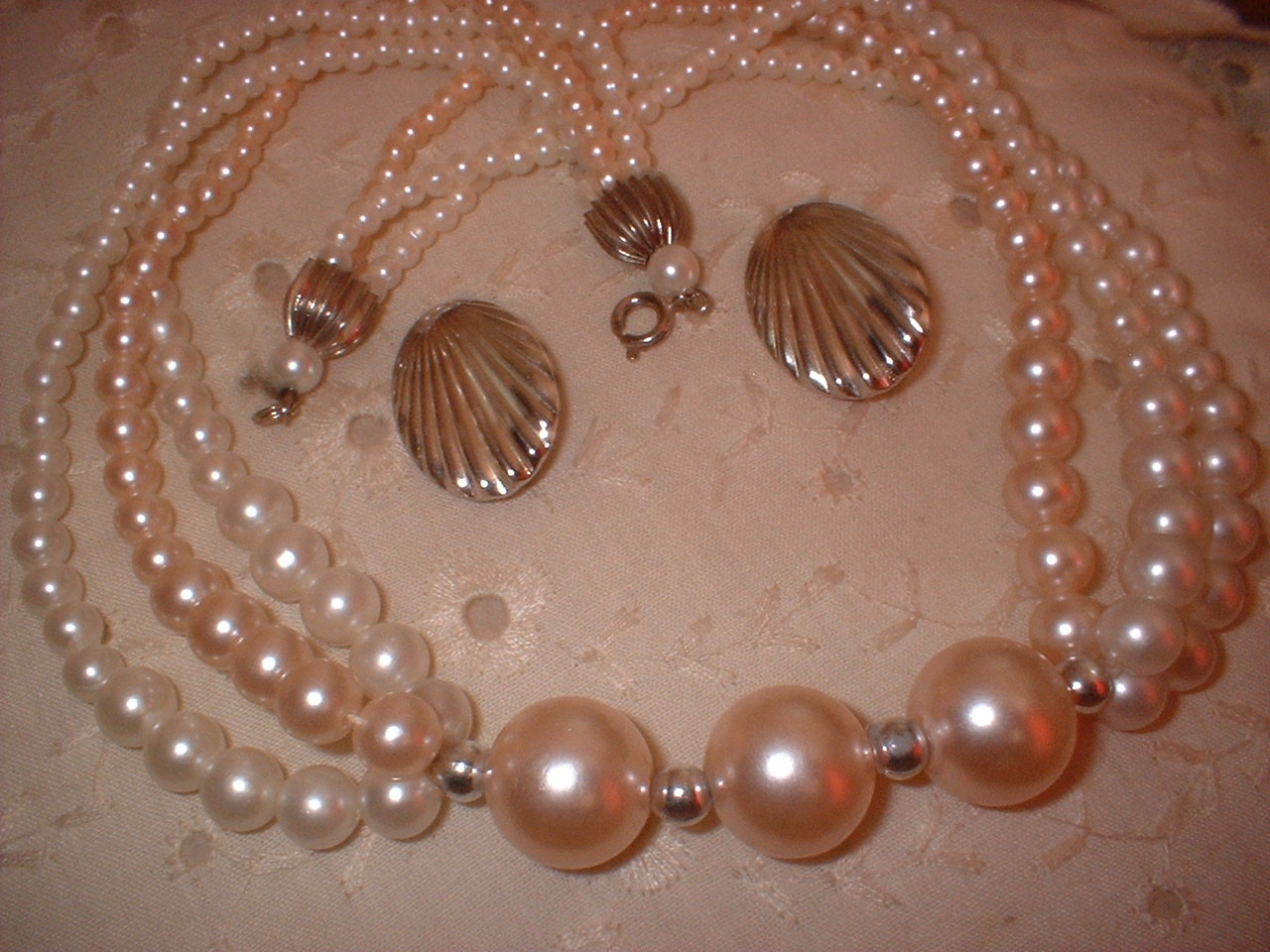 Pink pearl necklace silver shell earrings full