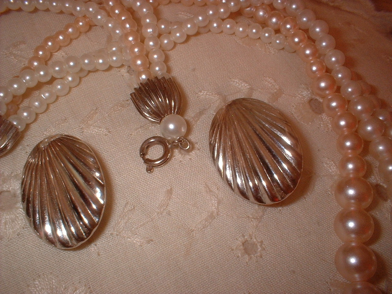 Vintage Jewelry Pink Pearl Necklace Shell Earrings