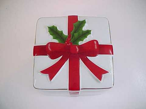 Mount Clemens Bow and Holly Ceramic Christmas Box
