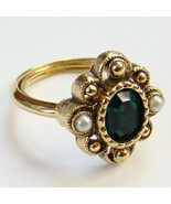 1976 Avon Versailles Ring Green Stone Size 7 Signed - $25.00