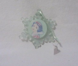 DISNEY STORE CLASSICS SNOW WHITE SNOWFLAKE HOLIDAY FROSTED GLASS ORNAMEN... - $8.99