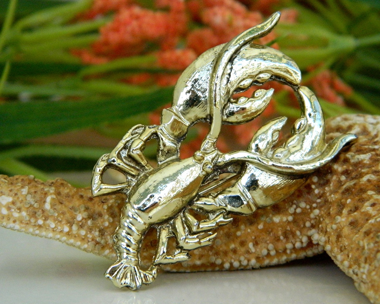 Vintage Lobster Pin Brooch Gold Tone Maine Figural Claws Crustacean