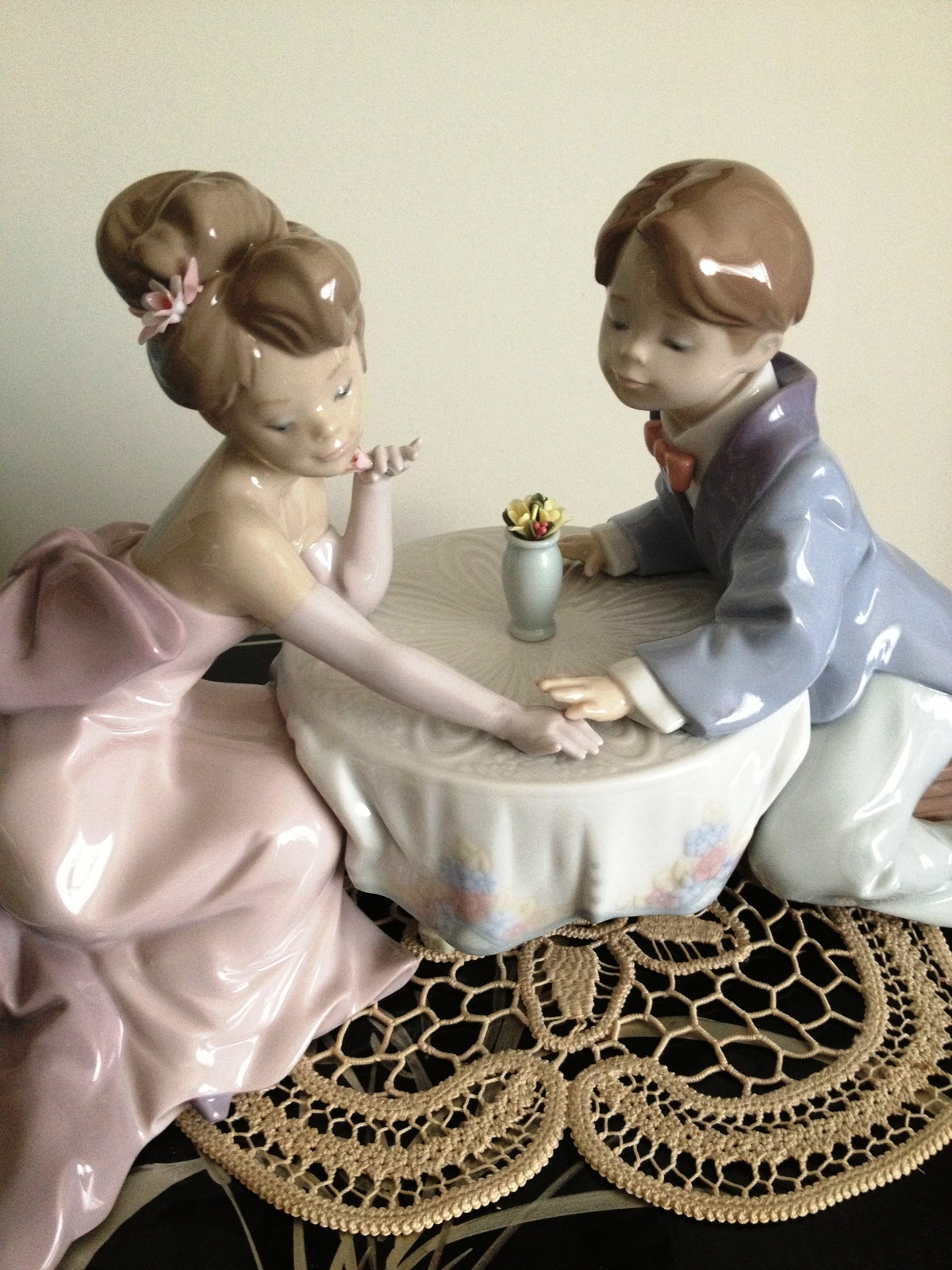 Primary image for Lladro A Little Romance #6630 ~ Mint ~ retired ~ Beautiful!