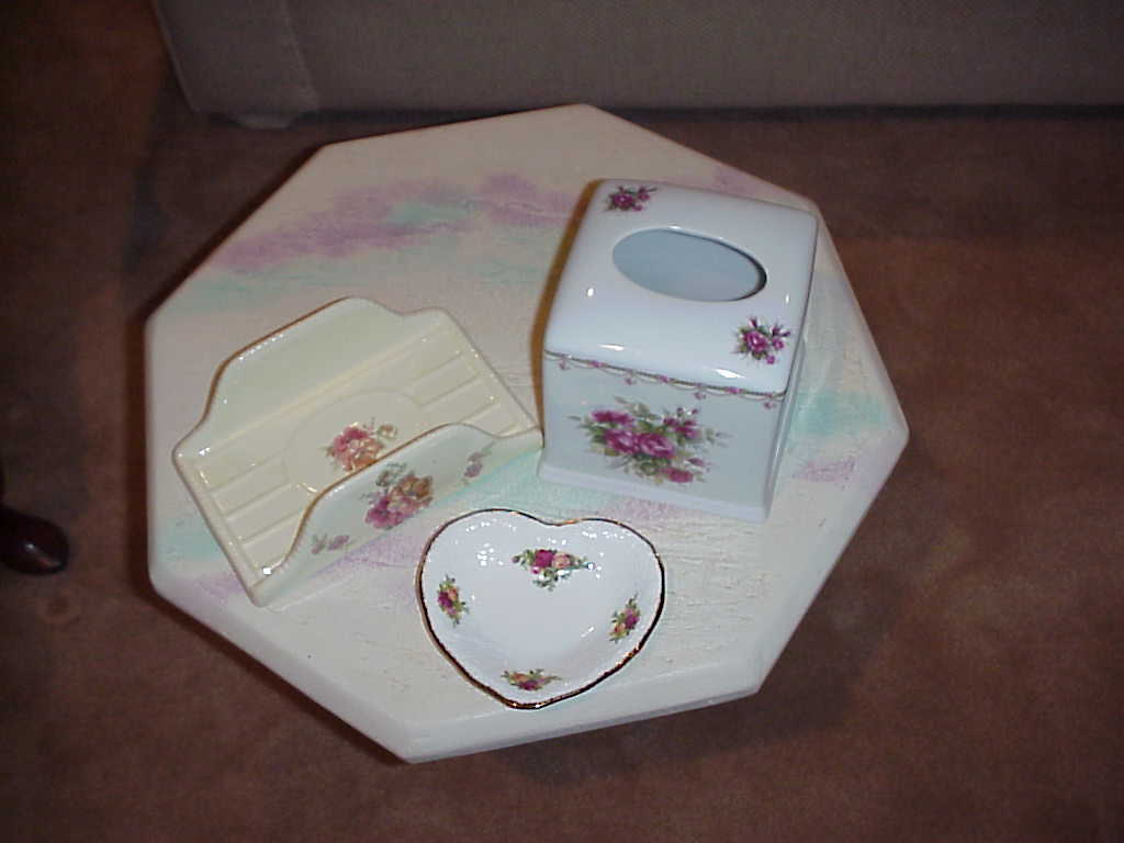 Porcelain Boutique Tissue Box Cover and Bathroom Tray