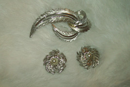 Vintage Sarah Coventry jewelry Clip Earrings and Pin Brooch Set GUC - $15.00