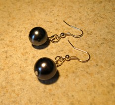 Black Pearl Dangle Earrings New and Beautiful #104 - $8.99