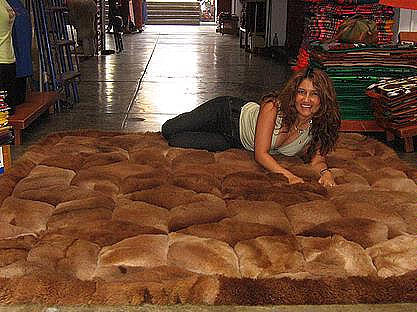 Brown alpaca fur carpet with rhombus designs from Peru, 80 x 60 cm