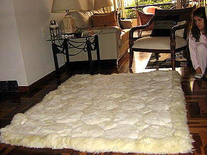 Natural white alpaca fur carpet with Octagon designs, 80 x 60 cm