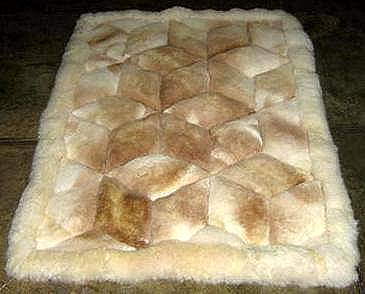 White and beige alpaca fur rug from Peru, 80 x 60 cm