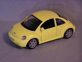 Volkswagen New Beetle, 1:25 Diecast Car, Maisto - $8.86
