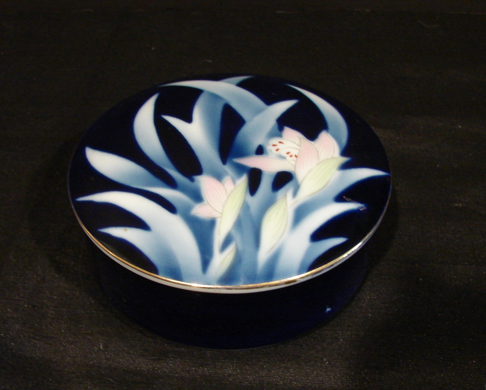 Primary image for Sato Gordon Collection Blue Round Bowl Painted Iris Flowers Made in Japan
