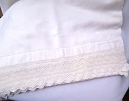 Lovely Soft Vintage Linen Table Runner With a Delicate Hand Crocheted Edge #4057 - $14.99
