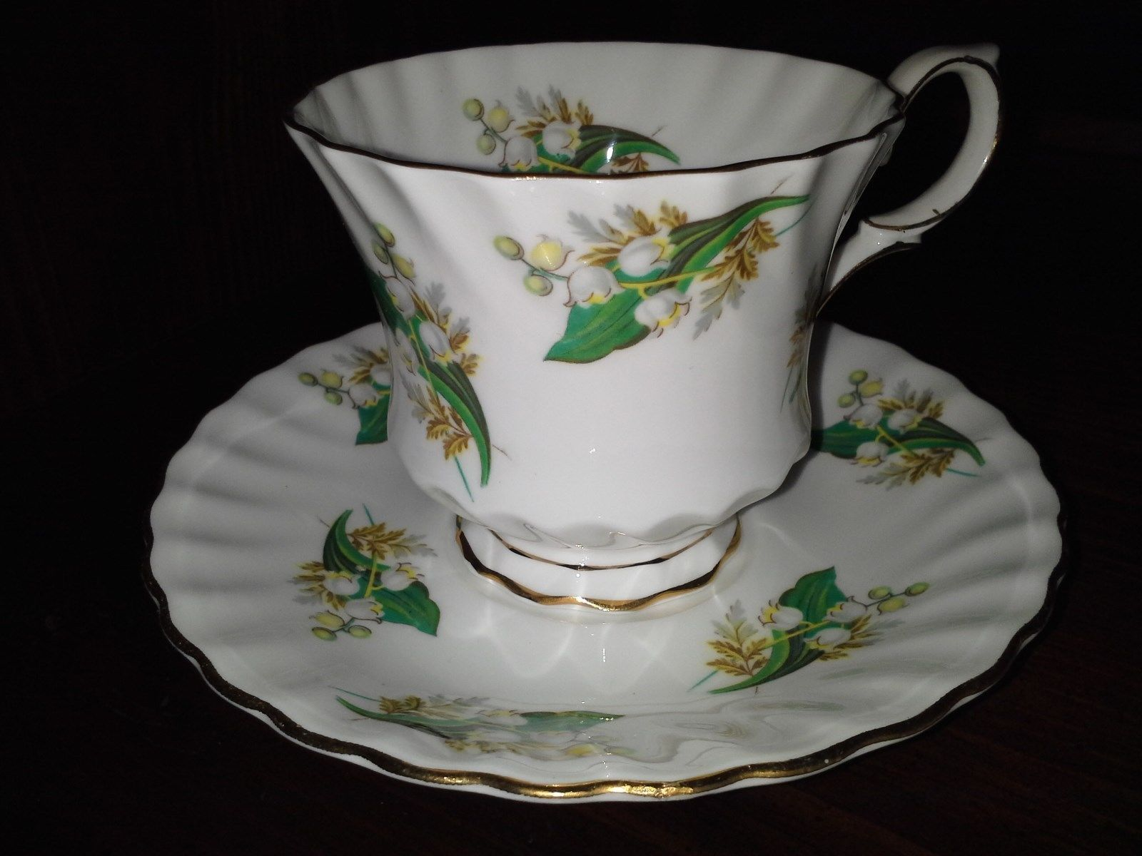queen anne tea cup and saucer lily of the valley pattern 400 cups saucers. Black Bedroom Furniture Sets. Home Design Ideas