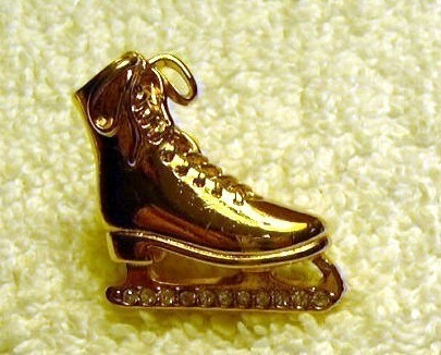 j48 Figure Skater Ice Skate Pin Brooch Rhinestones Goldtone