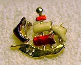 j91 Goldtone Enamel Sail Sailing Ship Galleon Boat Pin Brooch