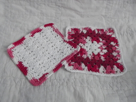 SET OF 2 HAND CROCHETED DISH CLOTHS RED WHITE CLEAN WASH CLOTH - €6,31 EUR