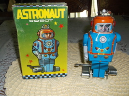Astronaut Robot, Wind Up, Walks while Radar Spins on Top,Made in China, ... - $29.50