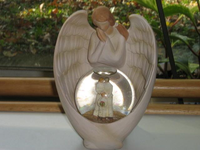 "Snow Globe / Angel Figurine - ""Family"", Original Box & Gift Card, 2007"