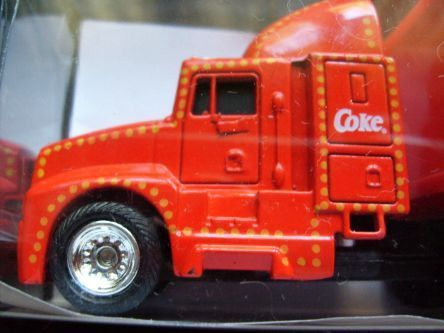Coca Cola Coke Holiday Caravan Semi Trucks Scale 1:87  Col