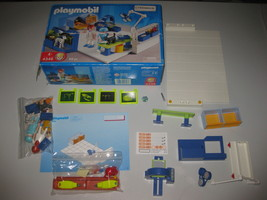 Playmobil 4346 Vet Clinic Hospital with Operating Room - $69.29