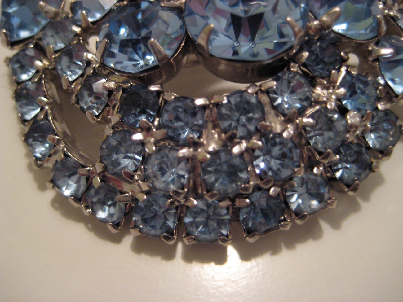 Stunning Vintage Brooch with Light Blue Rhinestones