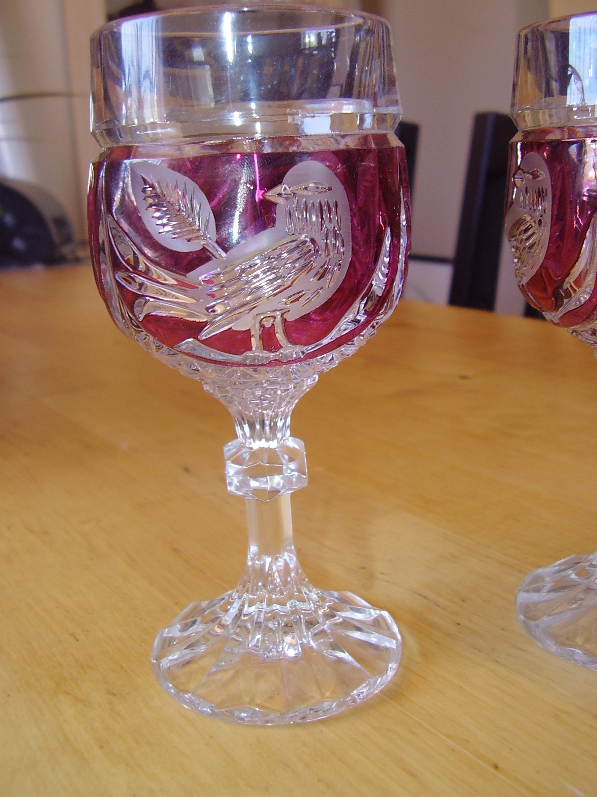 Hofbauer Red Byrd Wine Glasses image 2