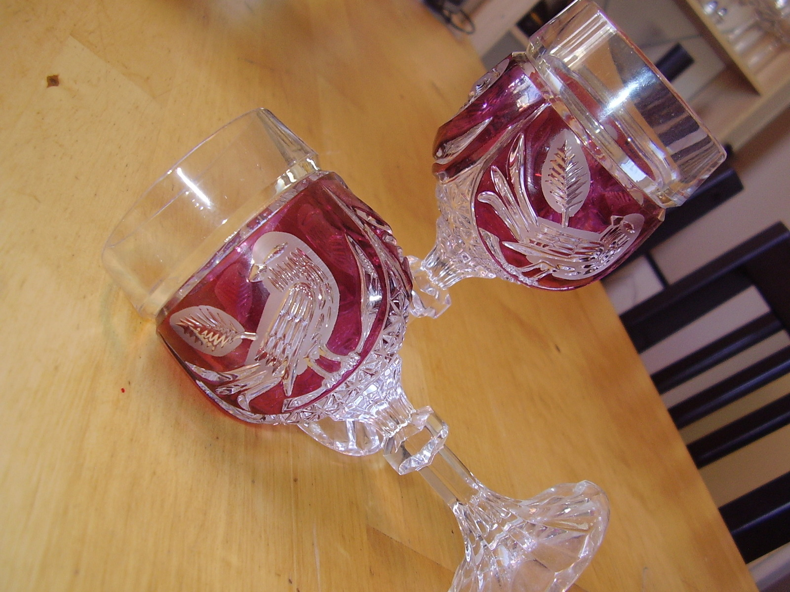 Hofbauer Red Byrd Wine Glasses image 3