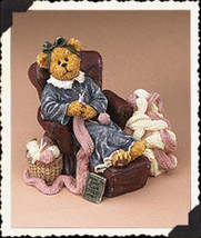 "Boyds Bearstone ""Nora Knittinnothin...Cheap Therapy"" #2277985- 2E-NIB- 2006 - $23.99"