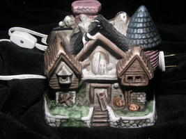 Halloween Village Spooky Haunted House Cottage Ghosts Ceramic Lighted Mint - $31.49