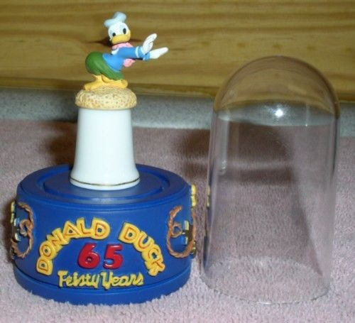 Donald Duck Hula thimble Feisty 65  Years stand & dome
