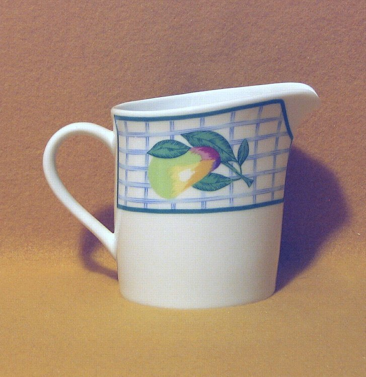 Oneida Distinction Garden Gate Creamer 1988