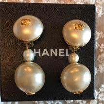 Authentic CHANEL Vintage Pearl Gold Logo Clip on Earrings CC Drop HCE058 - $861.30