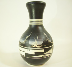 NAVAJO POTTERY ETCHED LIGHTENING BLACK WHITE CLAY POT JAR VASE NATIVE AM... - $39.59