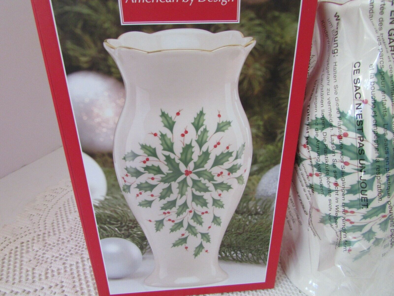 "LENOX CHINA AMERICAN BY DESIGN HOLIDAY LARGE VASE 8.5"" HOLLY BERRY NIB"