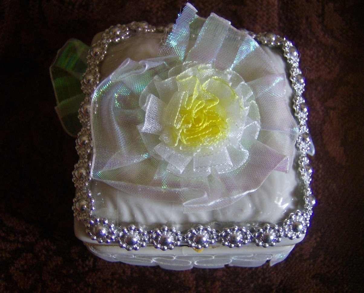 Ceramic Hand Decorated White and Gold Tone Trinket Box