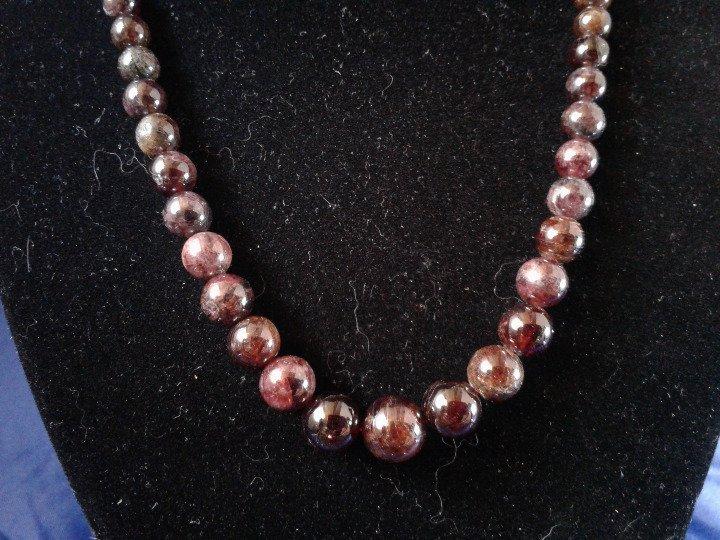 Handmade Graduated Garnet Beaded Necklace Z163