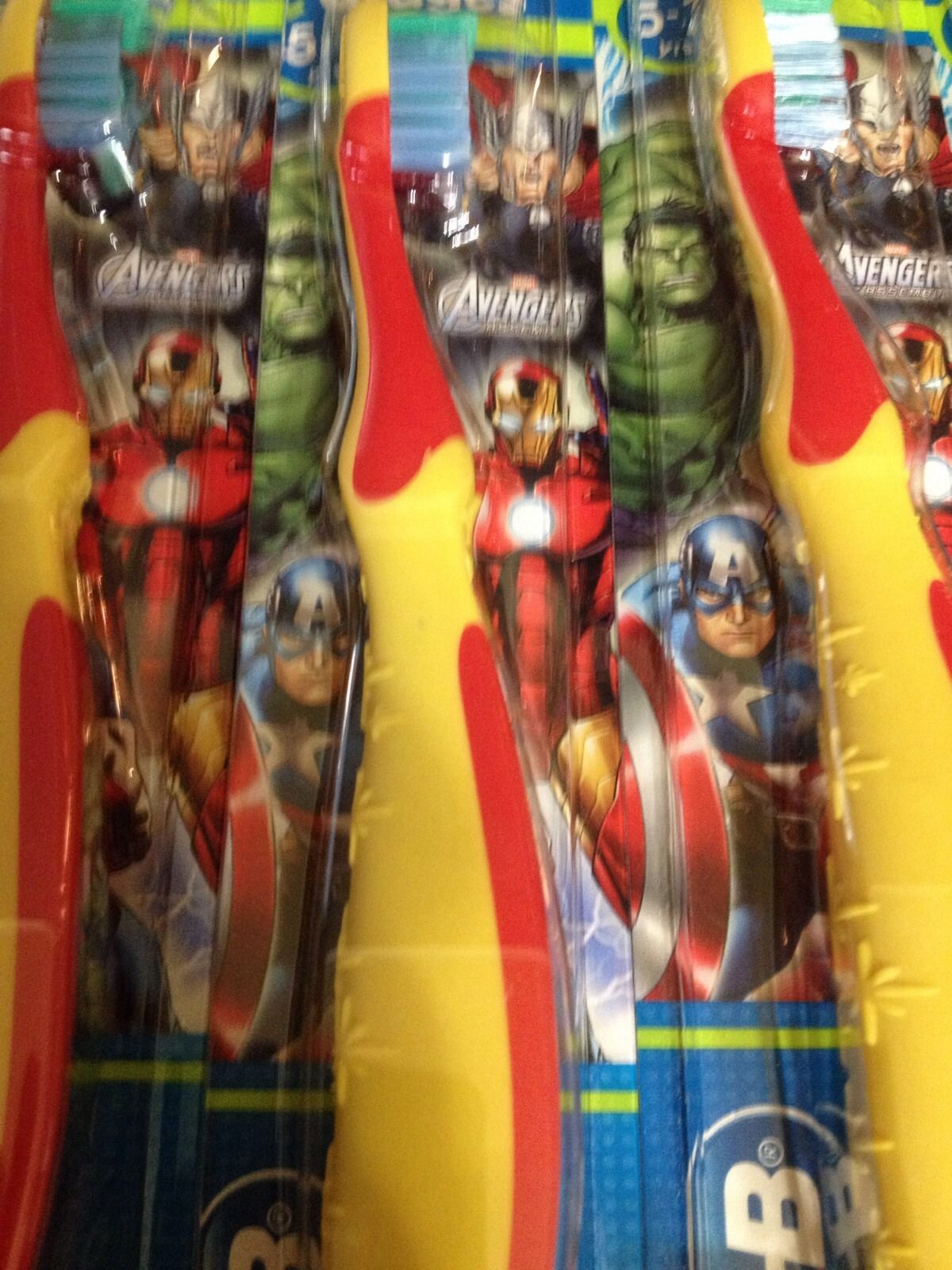 6 Oral B AVENGERS Toothbrushes Sealed Stage 3 (5-7 Years Old) 2  Crest Sparkle
