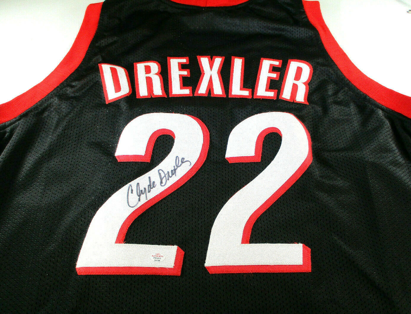 CLYDE DREXLER / NBA HALL OF FAME / AUTOGRAPHED TRAIL BLAZERS CUSTOM JERSEY / COA